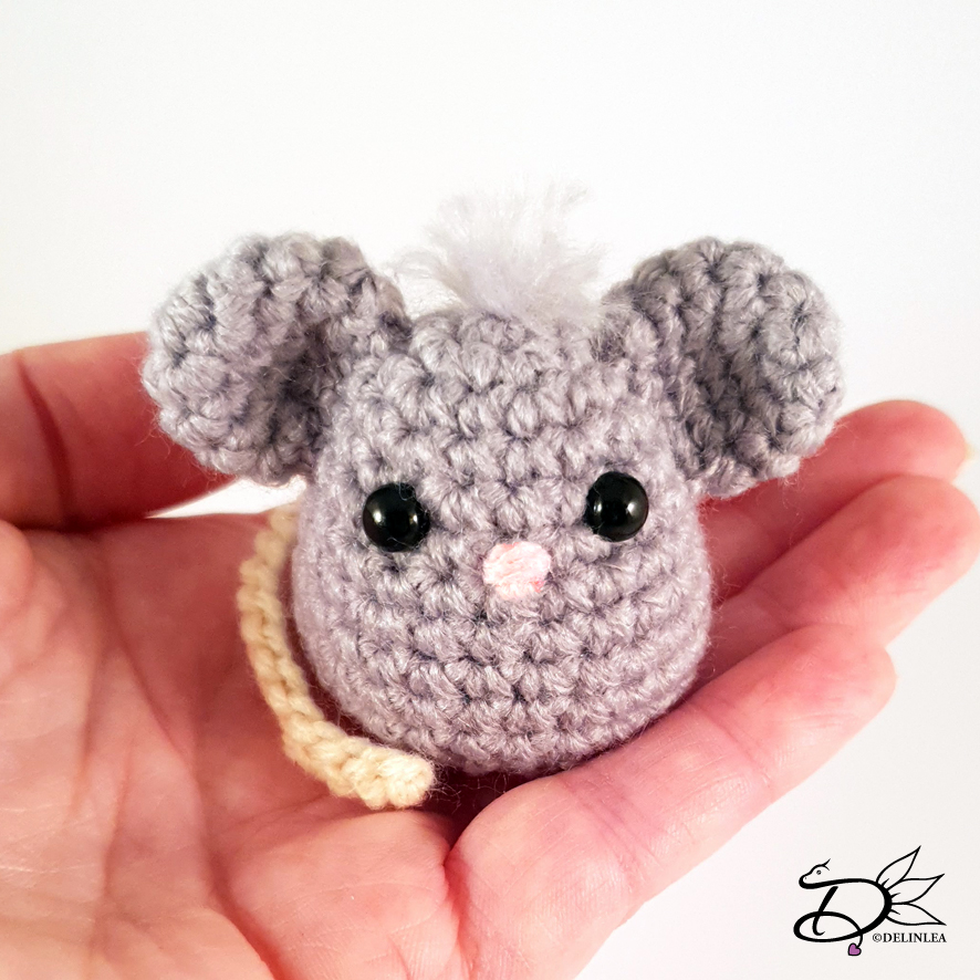 Crochet mouse free pattern | Amiguroom Toys | 886x886