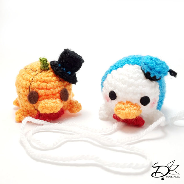 Donald Duck Tsum Tsum Amigurumi that can change in the regular version and a Halloween version